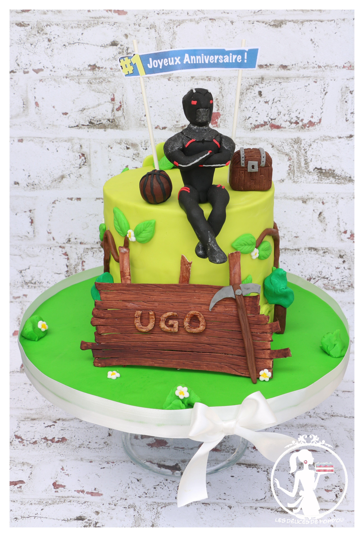 Voici pour l\u0027anniversaire d\u0027Ugo, sur le thème de Fortnite, le gâteau de ses  11 ans!Sa mamn m\u0027a laissé carte blanche\u2026